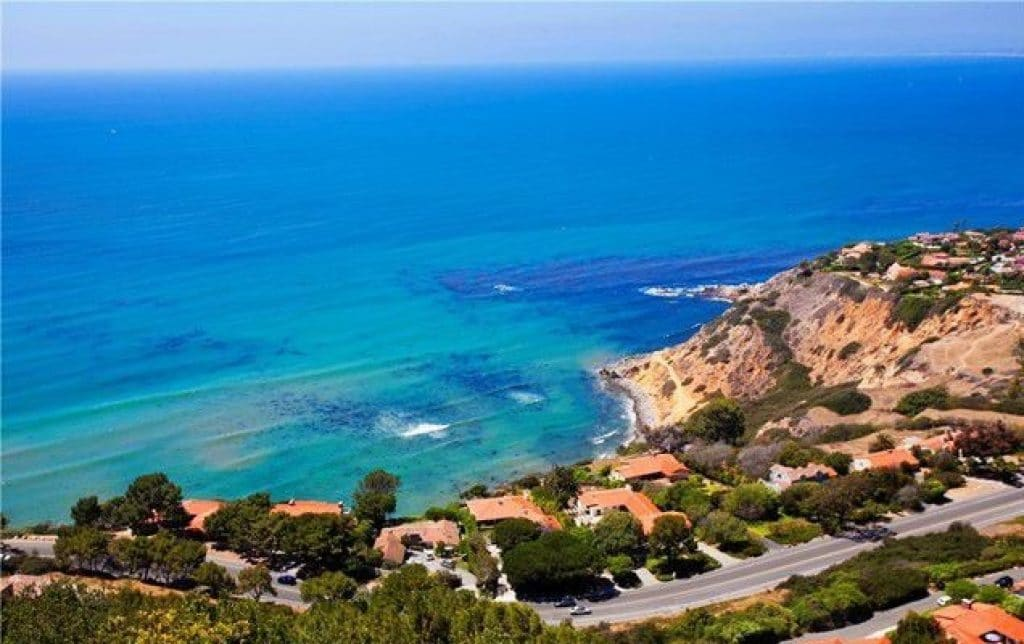 Palos Verdes Estates, California - safest cities in california